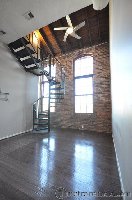 Brewery District 544 S Front Street 304 Available Now This Is A Top Floor 1 Bedroom Bath 2 Story Apartment With Fantastic Loft Area And Great